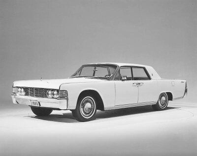 The 1965 Lincoln Continental sported a horizontal grille motif.