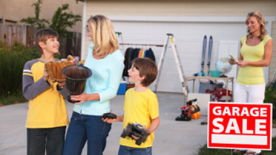 10 Tips for Managing a Moving Sale