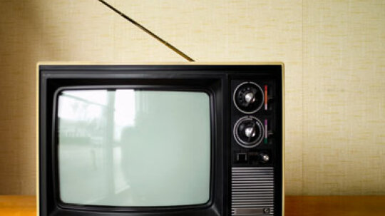 How to Install a Wall Mount Tilt for a Flat-Screen TV