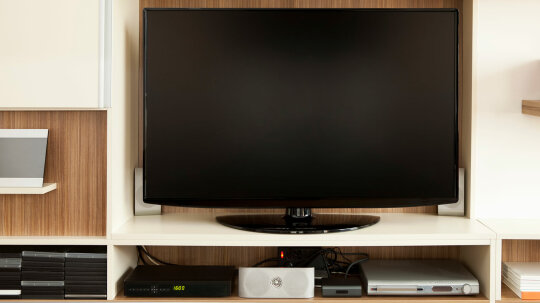 How to Connect a DVD Player to a TV