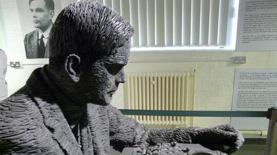 "Alan Turing和他的考验如何成为AI传说""border="