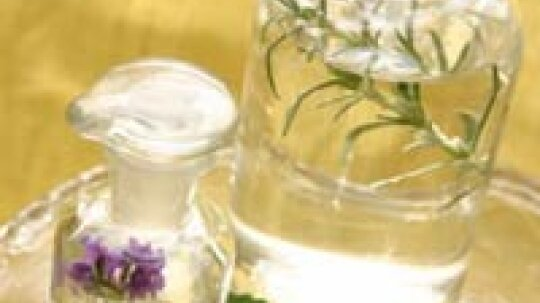 Can camphor treat skin problems?