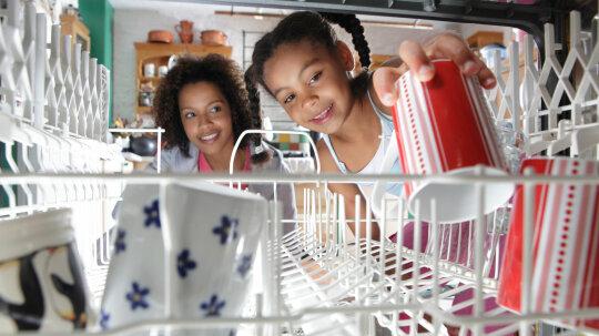 """用洗碗机洗碗的最好方法是什么?""""border="""
