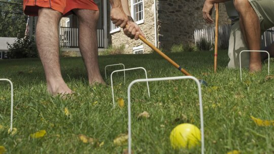10 Easy DIY Backyard Games