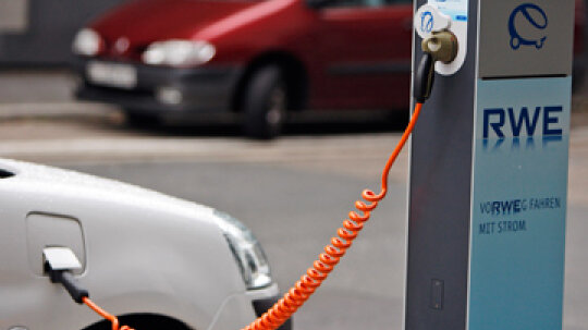 How Electric Car Charging Networks Work