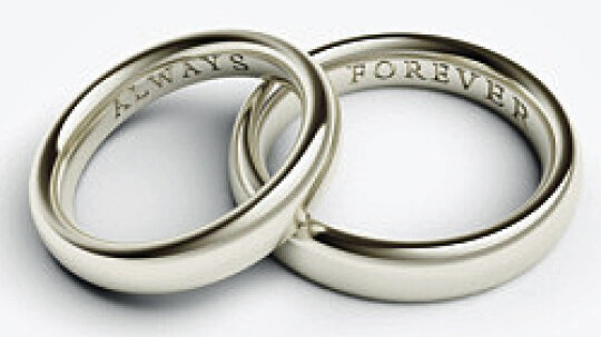 10 Sentiments to Engrave on Your Wedding Ring