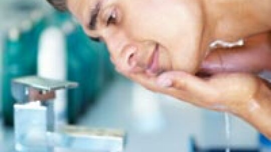 What should men look for in face acne cleansers?