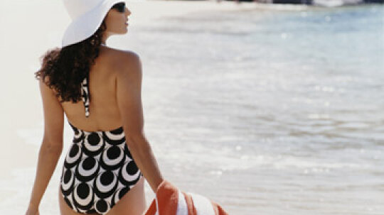 How to Find a Flattering Swimsuit