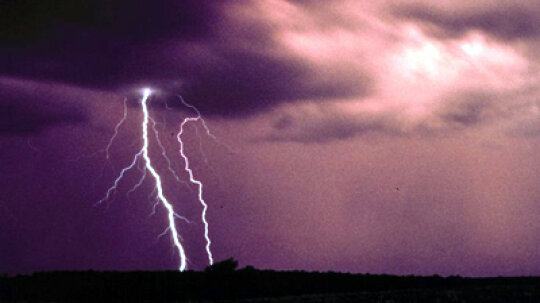 Can you calculate how far away lightning struck by thunder?