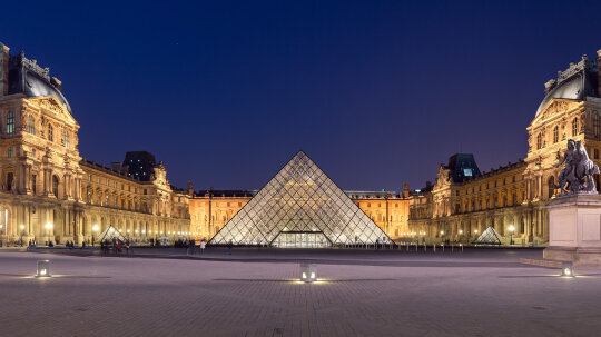 7 Dazzling Details About the Louvre Pyramid