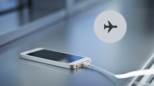"""智能手机在飞机模式下真的充电吗?""""border="""