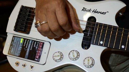 """没有更多的笔记本:智能手机应用程序如何帮助歌曲手术器创建音乐""""border="""