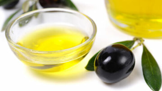 Is olive oil good for my lips?