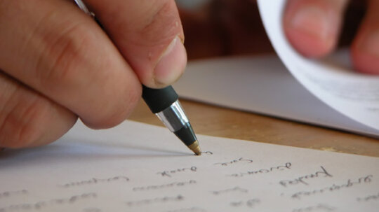 SYSK Selects: How Handwriting Analysis Works