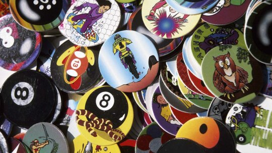 You're Definitely a Kid of the '90s if You Played POGs