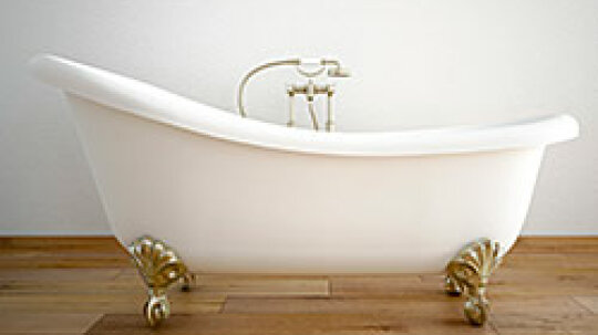 How to Clean an Old Porcelain Tub