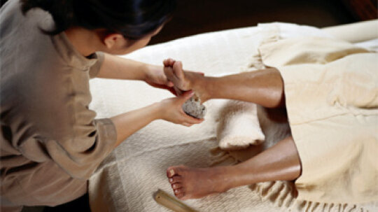 Should you use a pumice stone before moisturizing your feet?