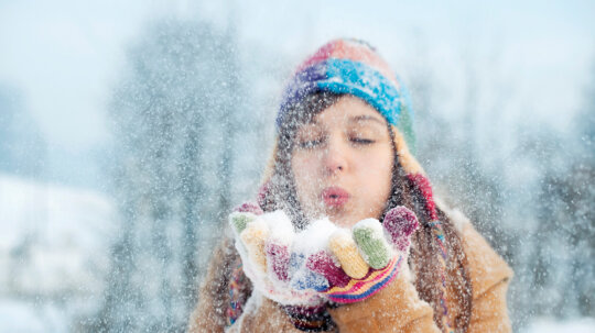 10 Science Experiments to Do in the Snow