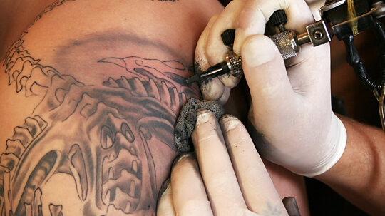 Can you get a staph infection from a tattoo?