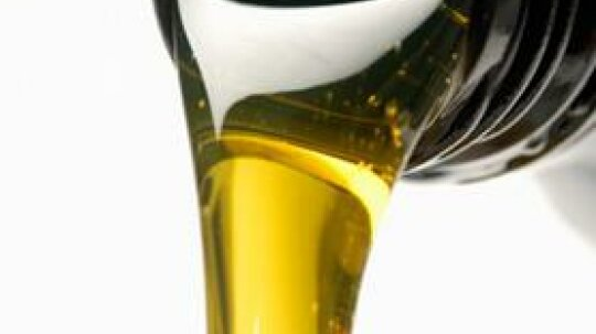 Synthetic vs. Conventional Motor Oil: Which is Best for Your Needs and Environment's?