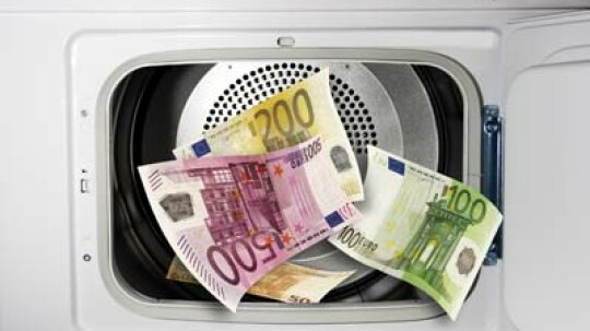 Why doesn't paper money disintegrate when it gets washed in the washing machine?