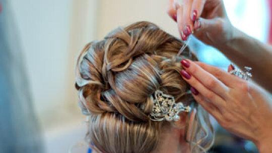 Should you really splurge on a wedding hair trial?