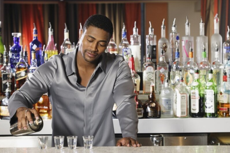 Want a tip on how to be the most popular person at the bar? Take up bartending. DreamPictures/Thinkstock