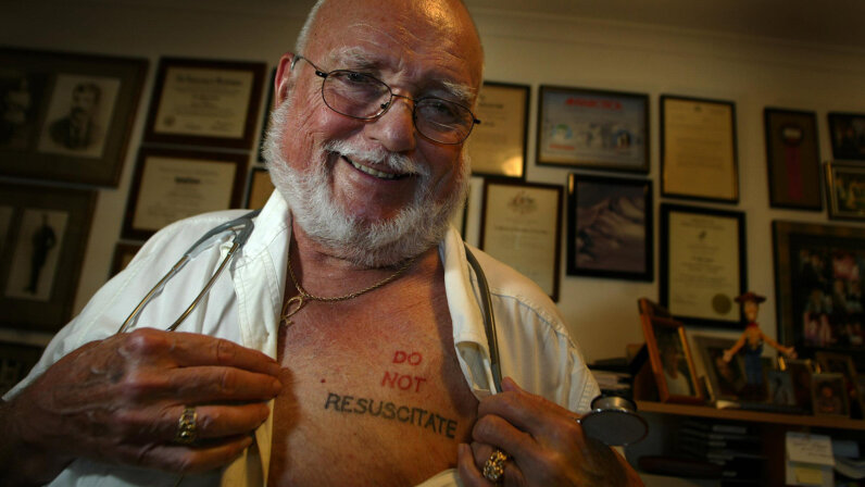 Man with DNR tattoo