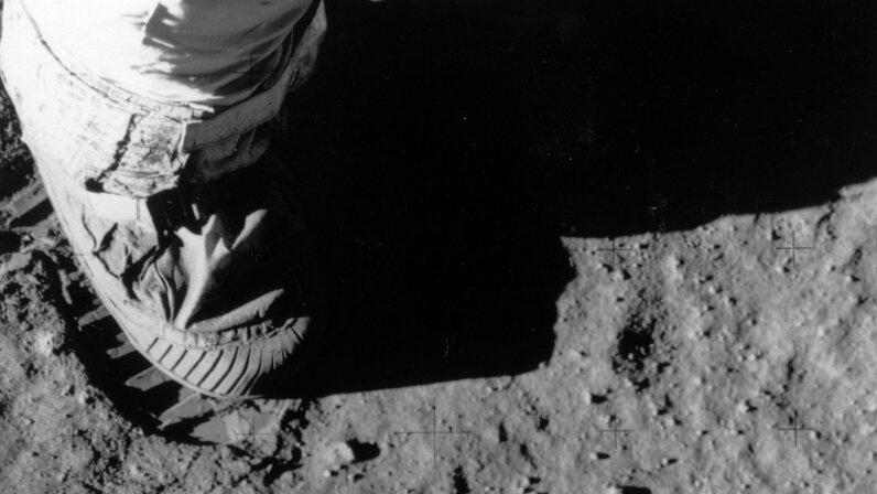 Buzz Aldrin foot on moon