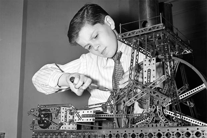 A boy plays with an erector set in 1945. You can still buy them today. © Bettmann/CORBIS