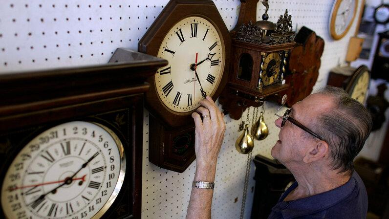 adjusting clock