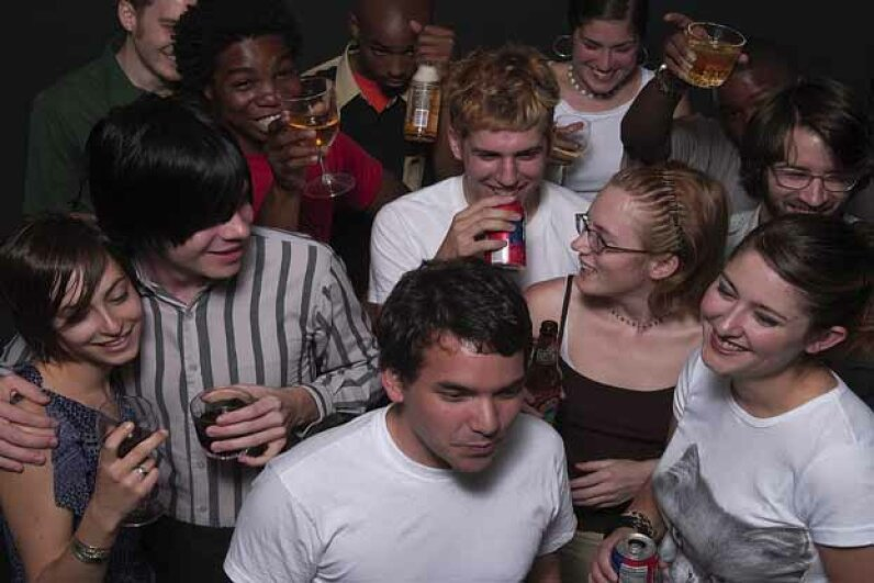 Apparently, college students drink a lot not because they're in college -- but because they're smarter than people who don't go to college. Ingram Publishing/Getty Images