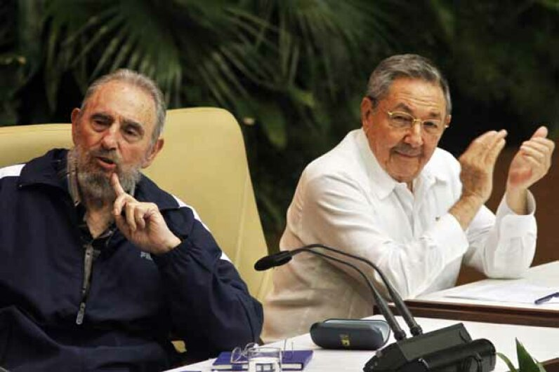 Fidel Castro (left) makes a point during the Cuba's 6th Party Congress session in 2011; his brother Raul looks on. Sven Creutzmann/Mambo Photo/Getty Images