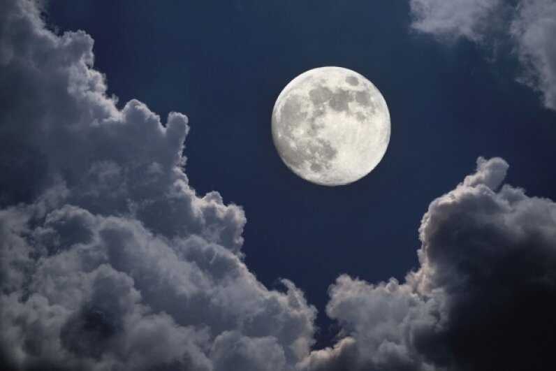 The moon does indeed rotate, we promise. ©iStock/Thinkstock