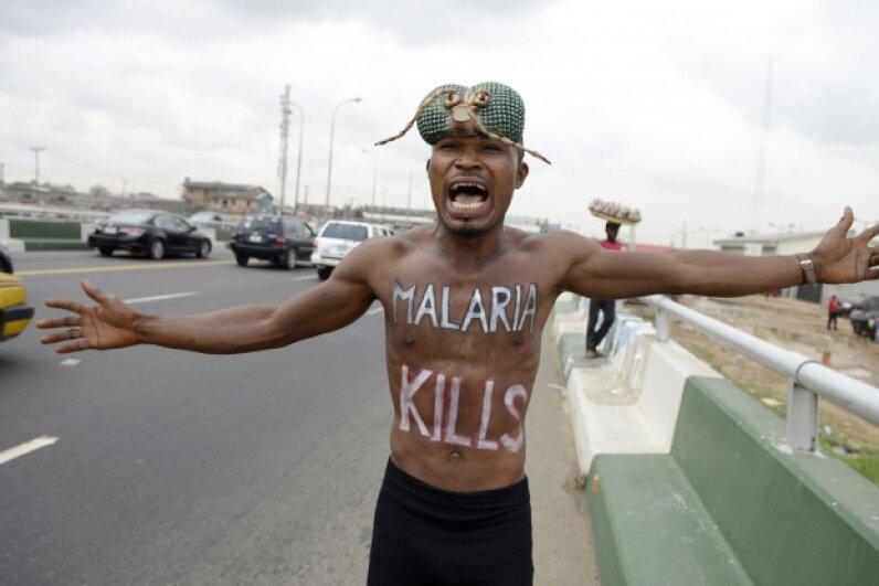 A malaria awareness activist in Lagos, Nigeria in April 2015 © PIUS UTOMI EKPEI/AFP/Getty Images