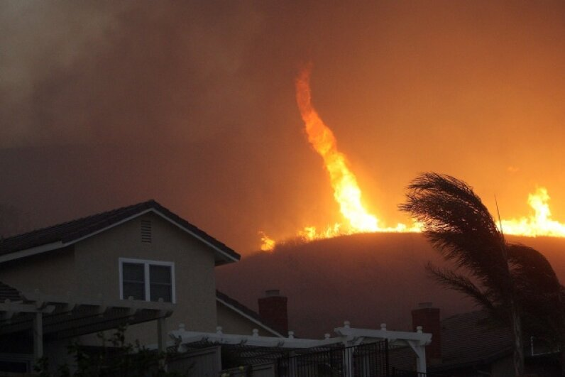 A fire tornado in Yorba Linda, California in 2008 © David McNew/Getty Images