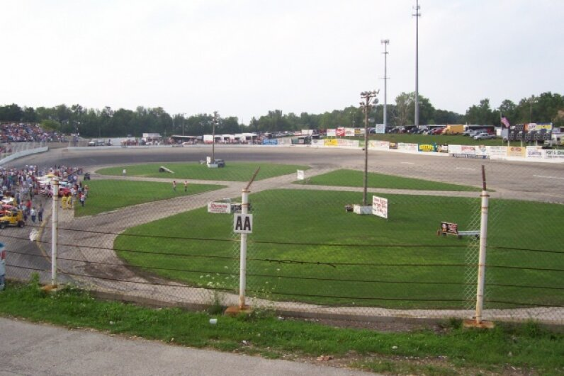 The track at Slinger Super Speedway is equipped to host Figure 8 races. © 2006 Royalbroil/CC BY-SA 2.5
