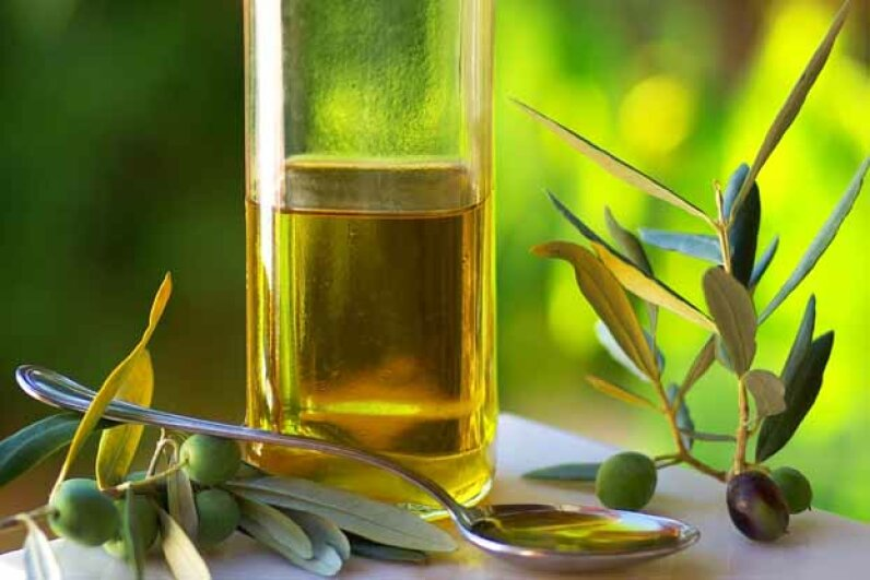 Just like other oils, olive oil is 100 percent fat -- so a little goes a long way. Hemera/Thinkstock