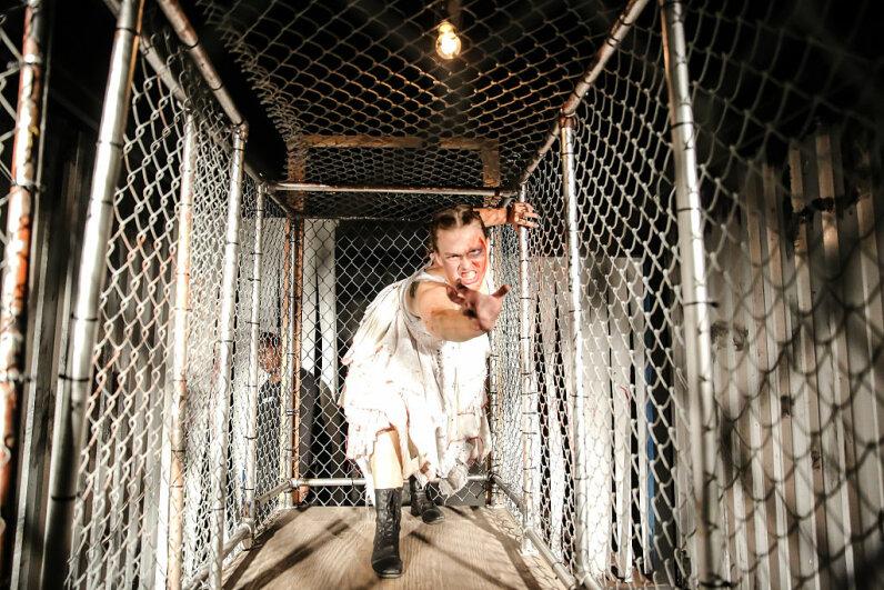 scare actress, Knotts Scary Farm