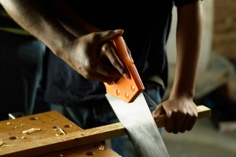 To make sure you're using the correct saw for the job, check out the teeth.  ©Lifesize/Thinkstock