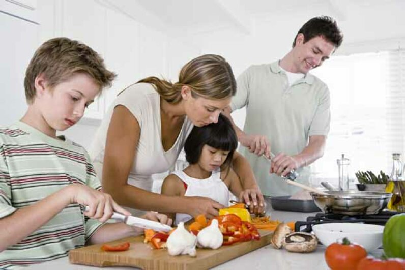 Even the youngest children can squash tomatoes for this pasta sauce. Jupiterimages/Pixland/Thinkstock