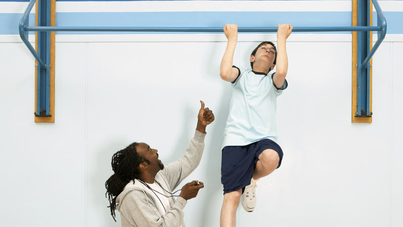 kid doing pullup