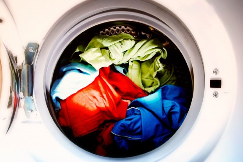 If you leave your clothes sitting in a washer or dryer for longer than 15 minutes after the cycle ends, don't be surprised if someone moves them. © arosoft/iStockphoto
