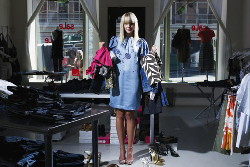 Could you imagine actually getting paid to shop? Thomas Barwick/Digital Vision/Getty Images