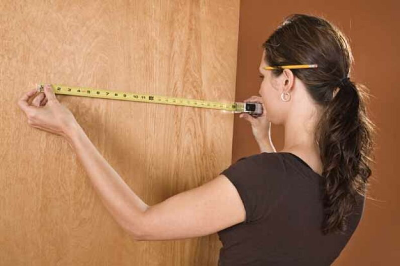 A quality tape measure should be able to extend for 6 feet without bending. FogStock/Thinkstock