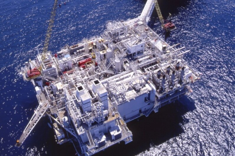 Aerial images of oil rigs enable personnel to perform safety checks from land. © Tom Paiva Photography/Blend Images/Corbis