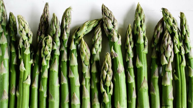 "A new study shows that sensitivity to smelling ""asparagus pee"" is tied to genetics. Schon & Probst/Getty Images"