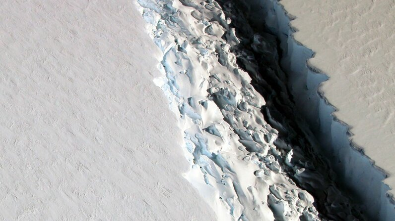 The Larsen C crack, photographed from the air on Nov. 10, 2016. John Sonntag/NASA