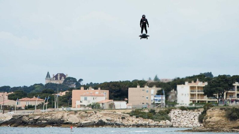 Video: Flyboard Air Farthest flight by hoverboard Carousel: Clment Mahoudeau/IP3/Getty Images; Video: Flyboard by ZR