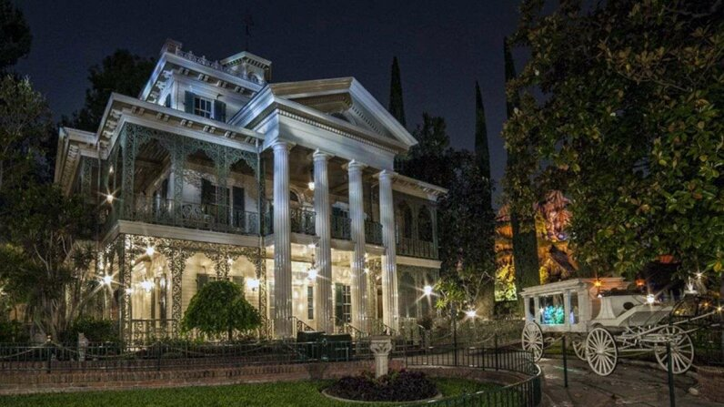 This photo of the Haunted Mansion at Disneyland was snapped in 2014. Wikimedia Commons
